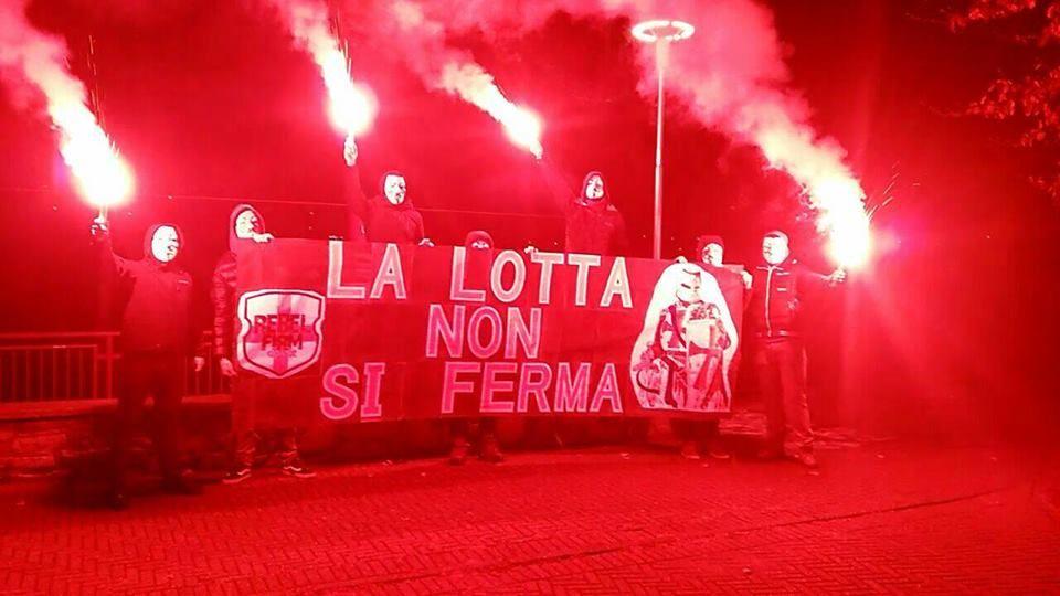 IVREA - La Digos nella sede del Rebel Firm: sotto sequestro bandiere, libri e un busto di Benito Mussolini