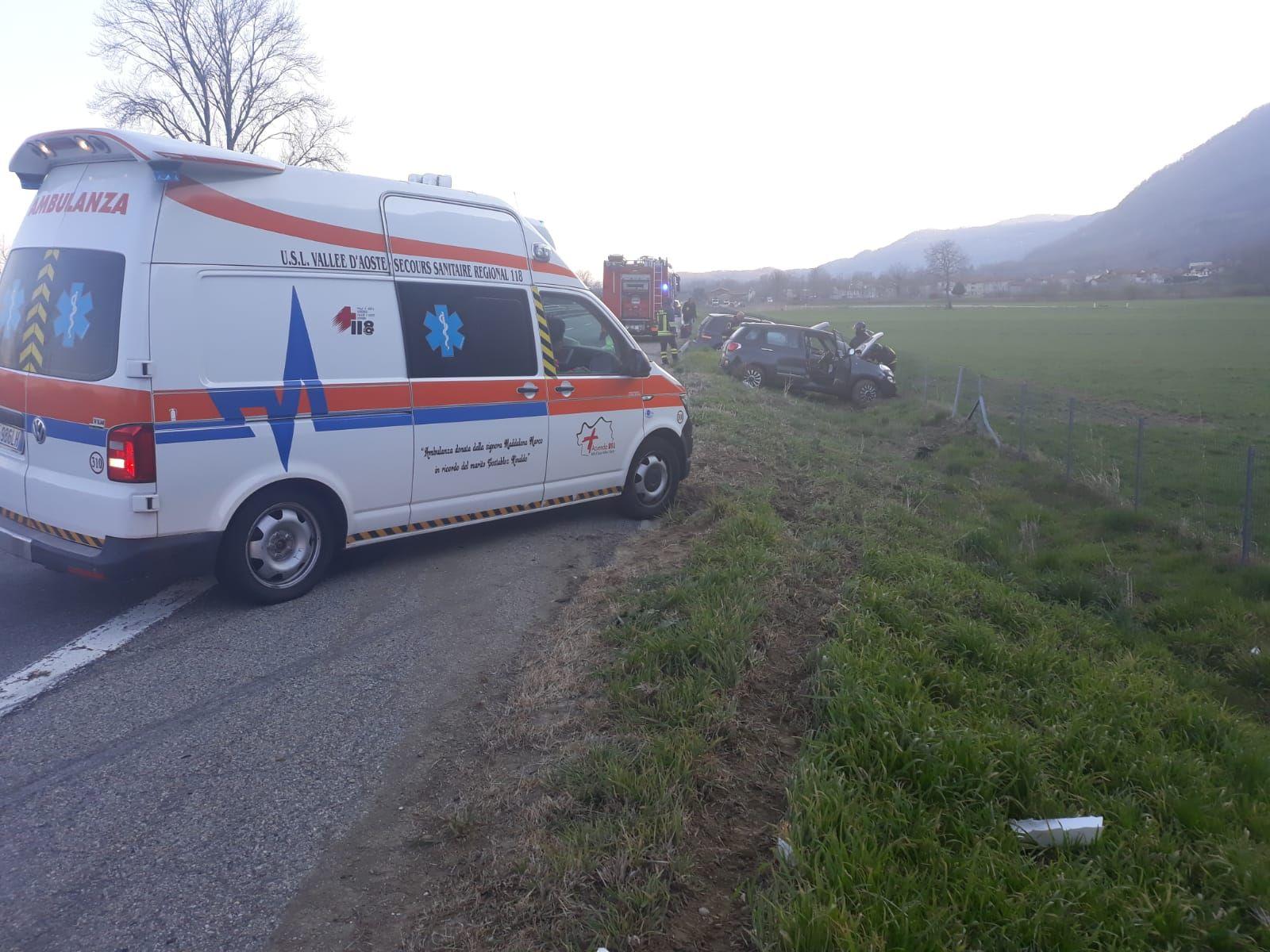 AUTOSTRADA TORINO-AOSTA - Incidente stradale a Quassolo, due persone ferite in ospedale - FOTO