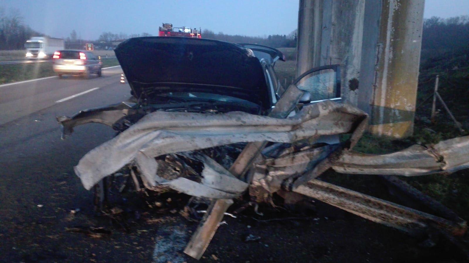 IVREA-SANTHIA' - Spaventoso incidente: feriti padre e figlio
