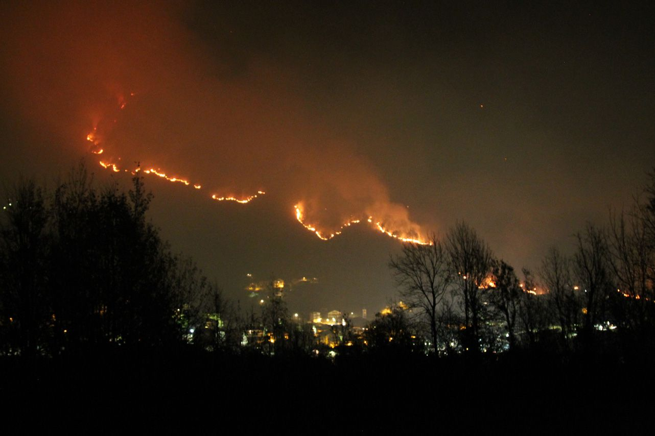 INCENDI IN CANAVESE - Abbiamo respirato benzene, idrocarburi e monossido di carbonio