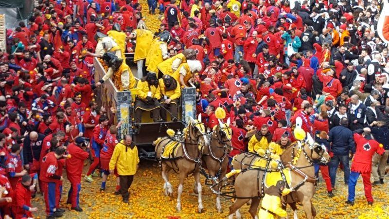 IVREA - Sullo Storico Carnevale esplode lo scontro politico