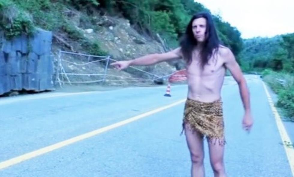 CANAVESE-BIELLA - La strada è chiusa da una frana: arriva Tarzan... - VIDEO