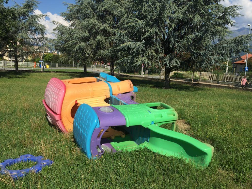 CASTELLAMONTE - Vandali devastano i giochi dei bimbi dell'asilo