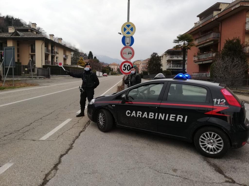 CUCEGLIO - Botte alla compagna nel cortile di casa, 33enne arrestato dai carabinieri di San Giorgio Canavese