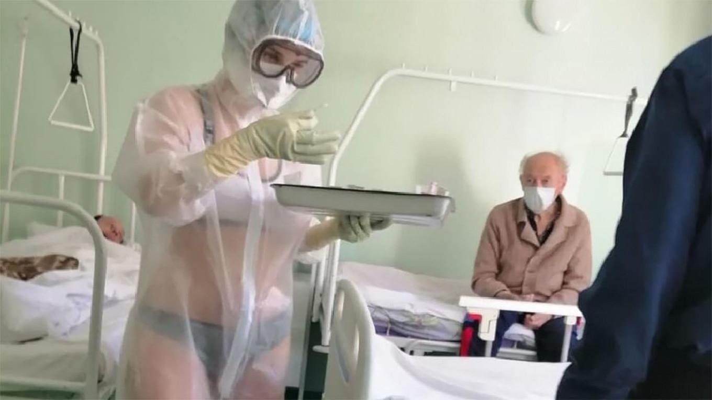OSPEDALI - Russia: la sexy-infermiera nel reparto Covid