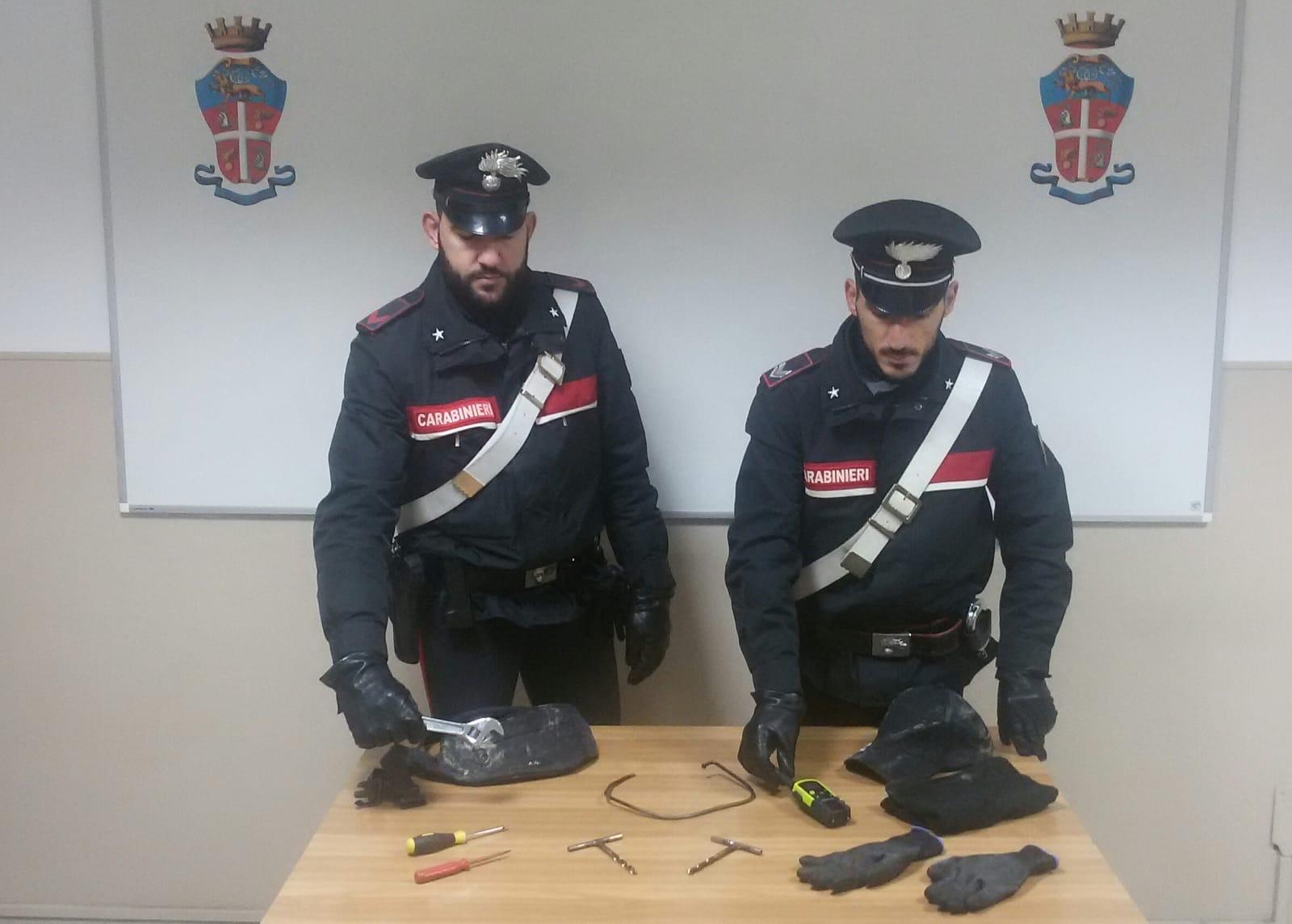 FELETTO - Furti nelle case, inseguimento dei carabinieri: un malvivente arrestato. I complici in fuga