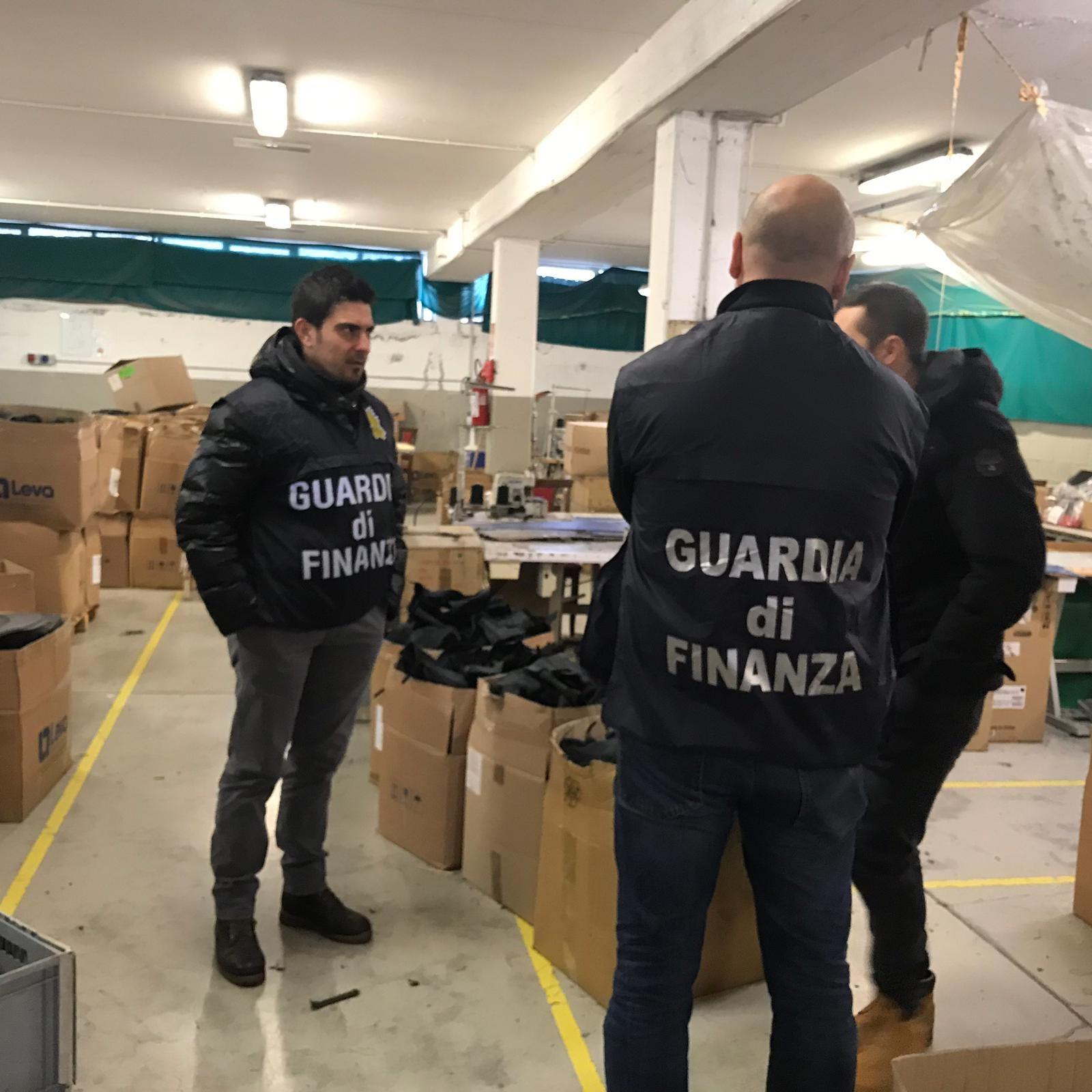 CANAVESE - Operai cinesi segregati come schiavi: operazione della guardia di finanza ad Agliè, Montalenghe e Cuceglio