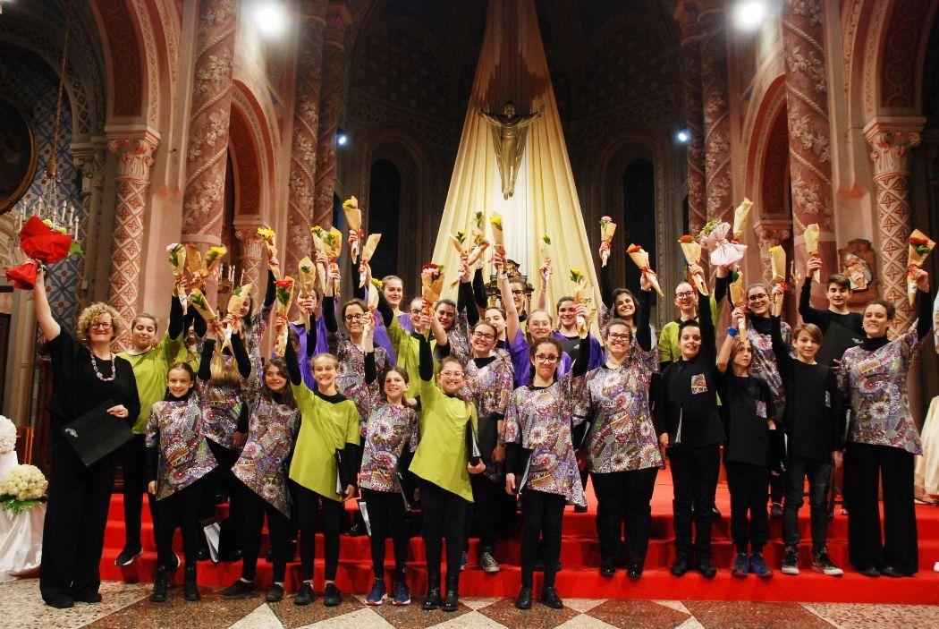 CASTELLAMONTE - Grande successo per i coristi del gruppo «Canto Leggero» - FOTO