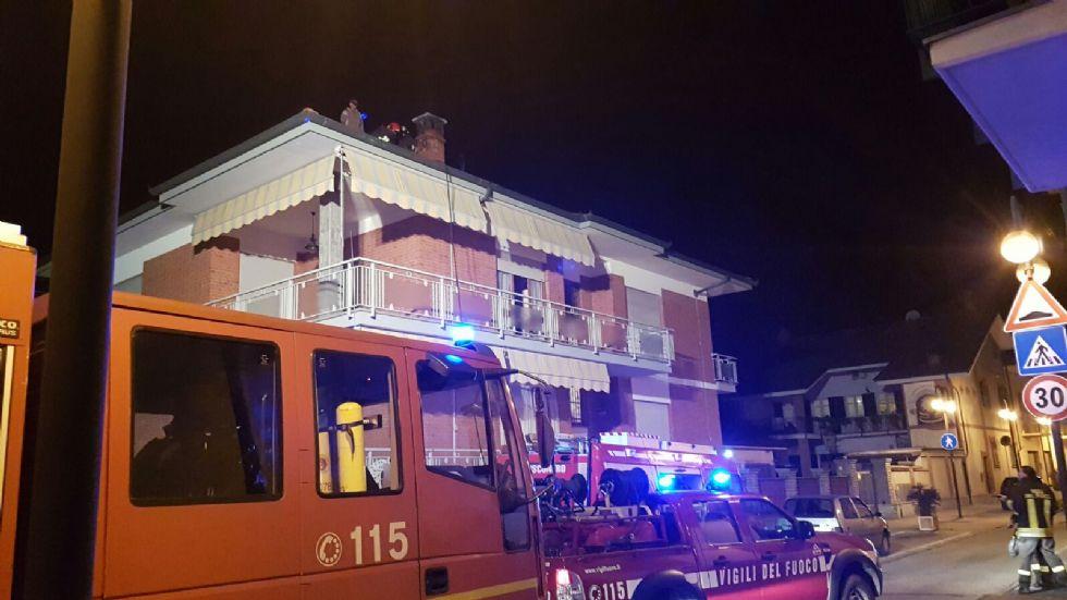 BOSCONERO - Incendio camino: provvidenziali i vigili del fuoco