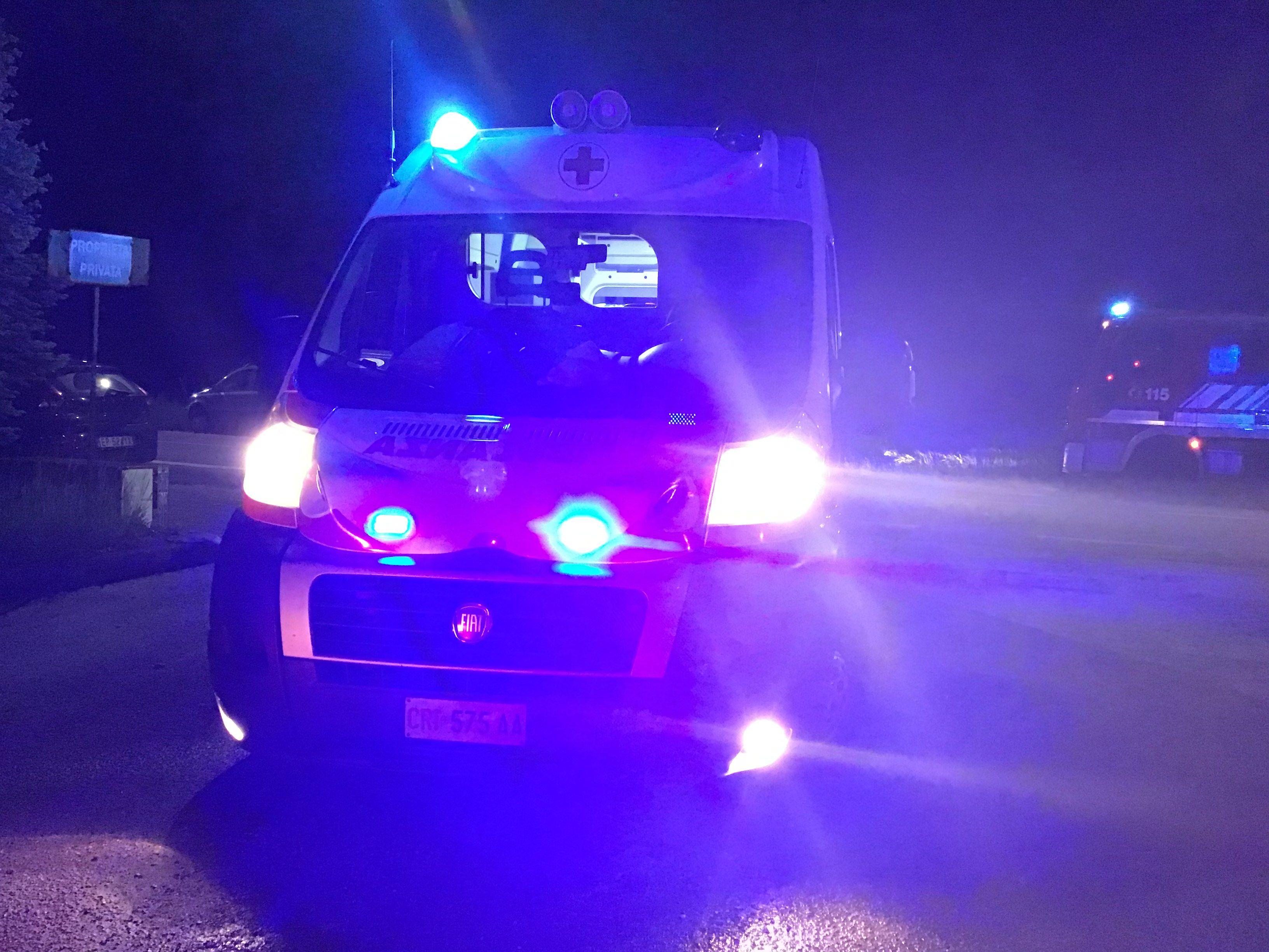 IVREA - Auto pirata investe ciclista: ferito in prognosi riservata. I carabinieri stanno cercando di identificare l'automobilista in fuga