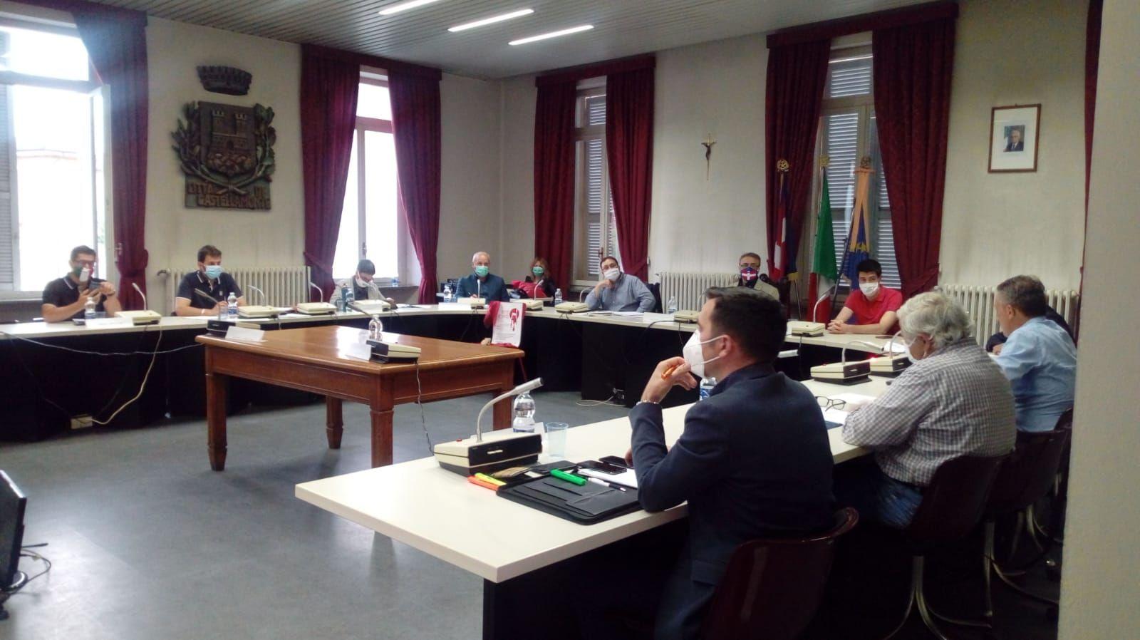 CASTELLAMONTE - Sindaco Mazza senza maggioranza: non passa il bilancio. Si va verso il commissariamento?