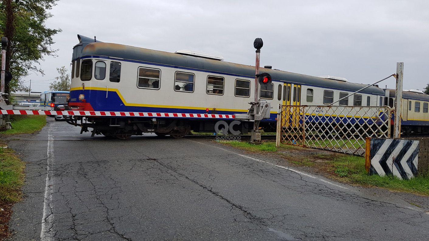 RIVAROLO-PONT - Treno lumaca, più di un'ora per arrivare a destinazione: «Come andare a piedi»