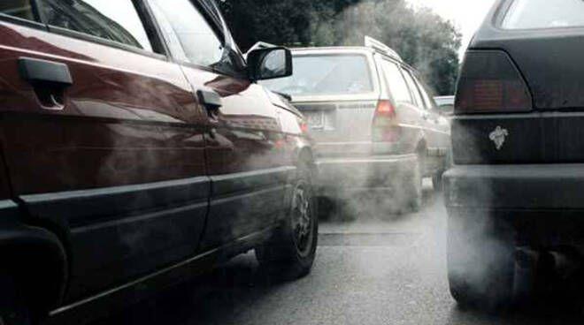 INQUINAMENTO OLTRE I LIMITI - Scatta il blocco per i diesel Euro 4 anche a Ivrea, Chivasso, Leini, Volpiano e nella prima cintura di Torino
