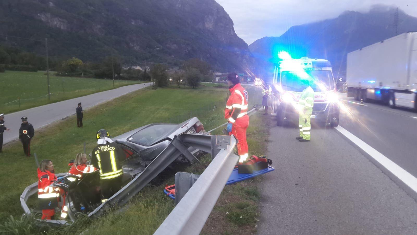 AUTOSTRADA A5 - Schianto a Quincinetto, automobilista in prognosi riservata al Cto - FOTO