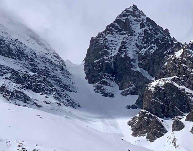 CERESOLE REALE - Valanga travolge uno scialpinista nel canale a valle del Col Perdù, a quota 2900 metri - FOTO