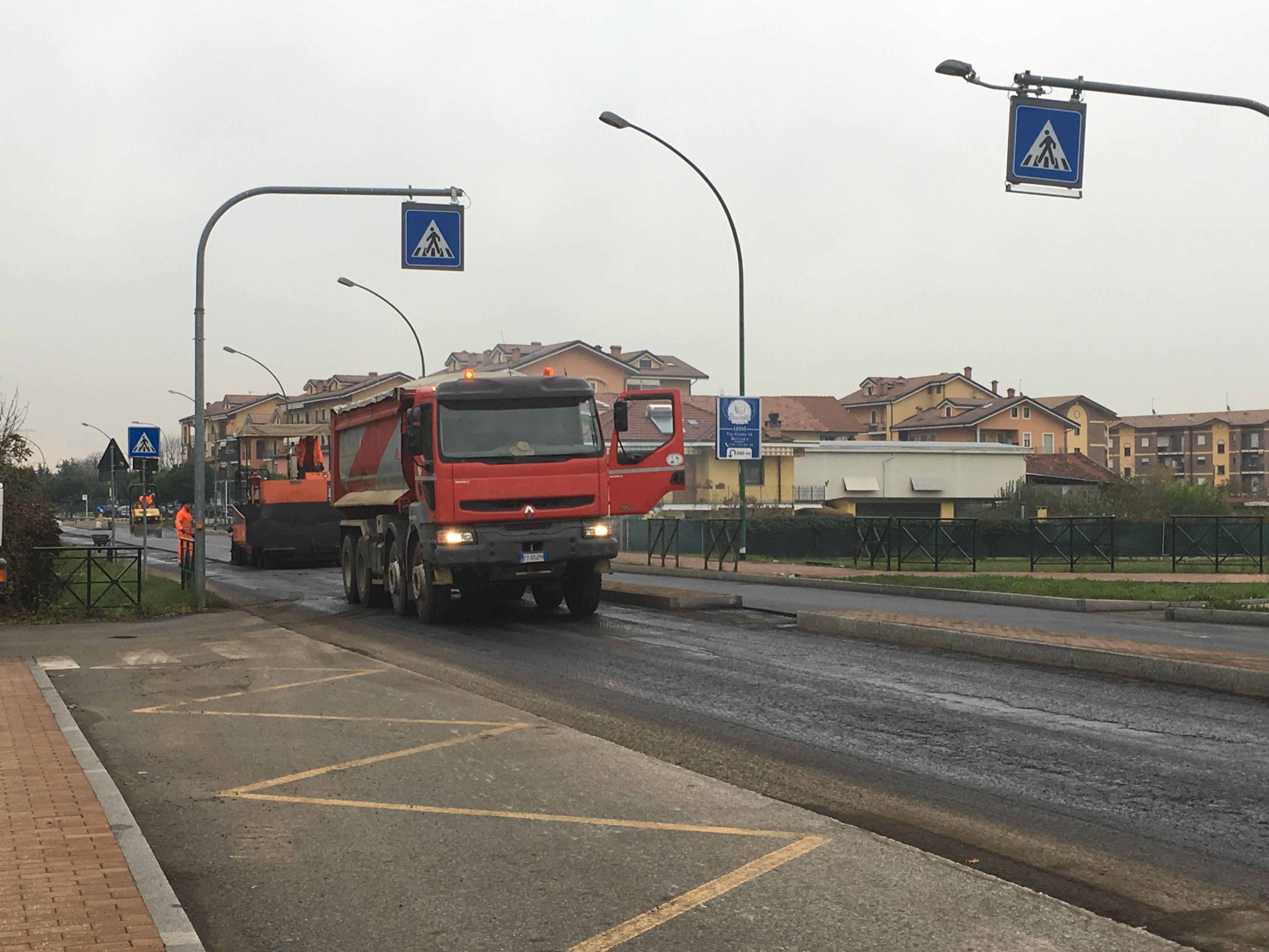 LEINI - Dopo le polemiche politiche, partono i lavori sulle strade