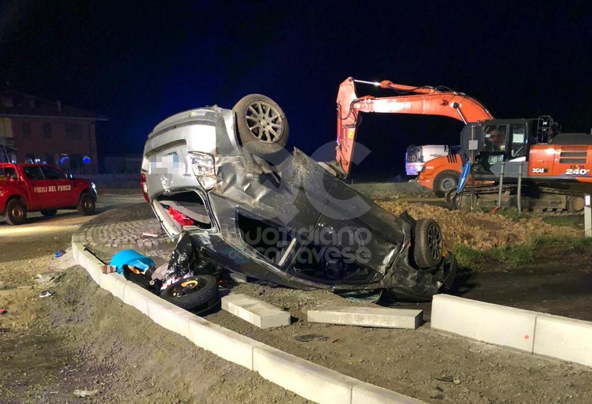 Incidente a Torino, auto si ribalta: muore madre, grave il figlio