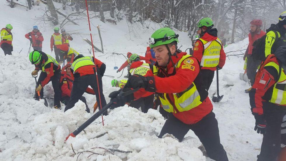 SLAVINA SULL'HOTEL RIGOPIANO - Dal Canavese altri soccorritori inviati in Abruzzo - FOTO