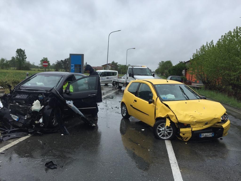 CASELLE-LEINI - Scontro frontale: tre automobilisti feriti