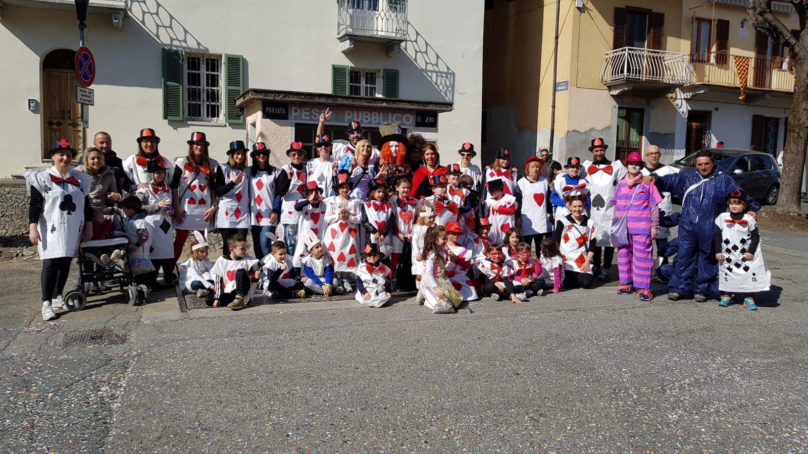 OZEGNA - I carri del Carnevale hanno colorato il paese - FOTO e VIDEO