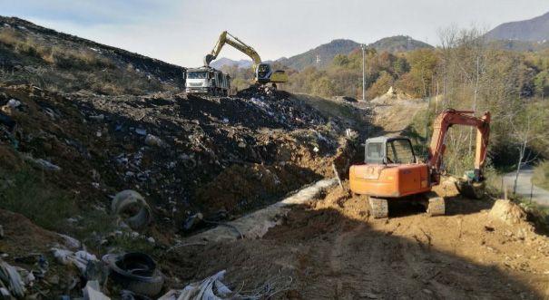 CASTELLAMONTE - Le strutture della discarica di Vespia sono quasi tutte abusive: vanno demolite