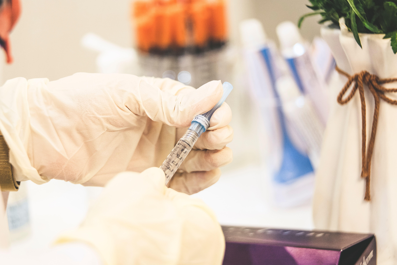 COVID - Il vaccino è sicuro? Ha degli effetti collaterali? Rispondono gli esperti - VIDEO