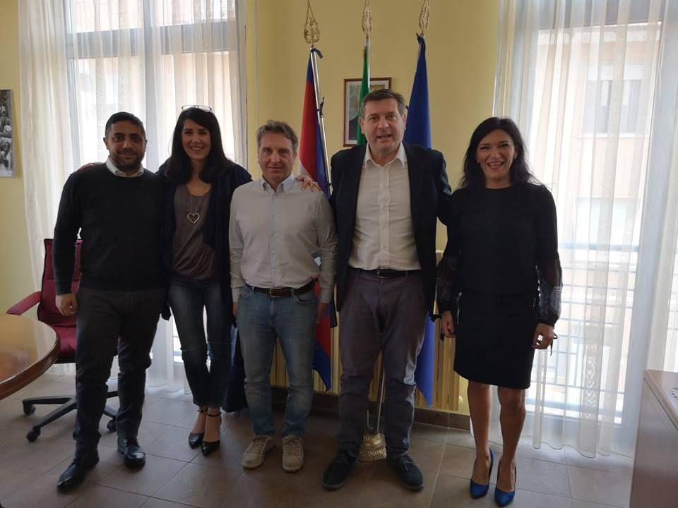 BORGARO - Cambia la mensa, le scuole restano «plastic free»