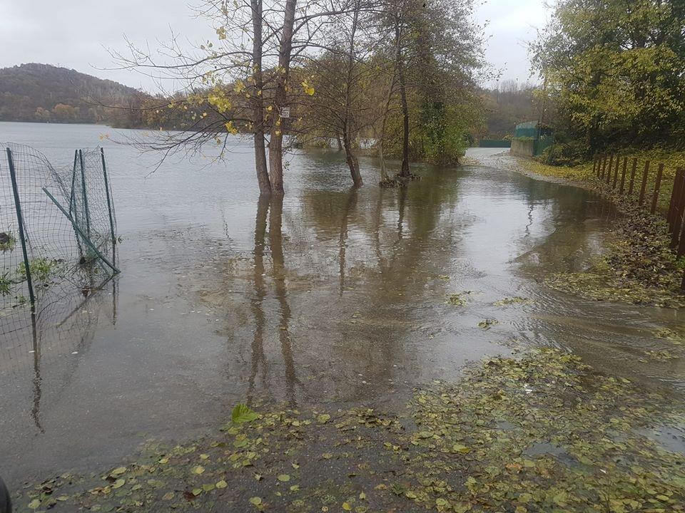ALLERTA ROSSA MALTEMPO - La pioggia continua: locali allagamenti e strade interrotte, fiumi e torrenti ingrossati