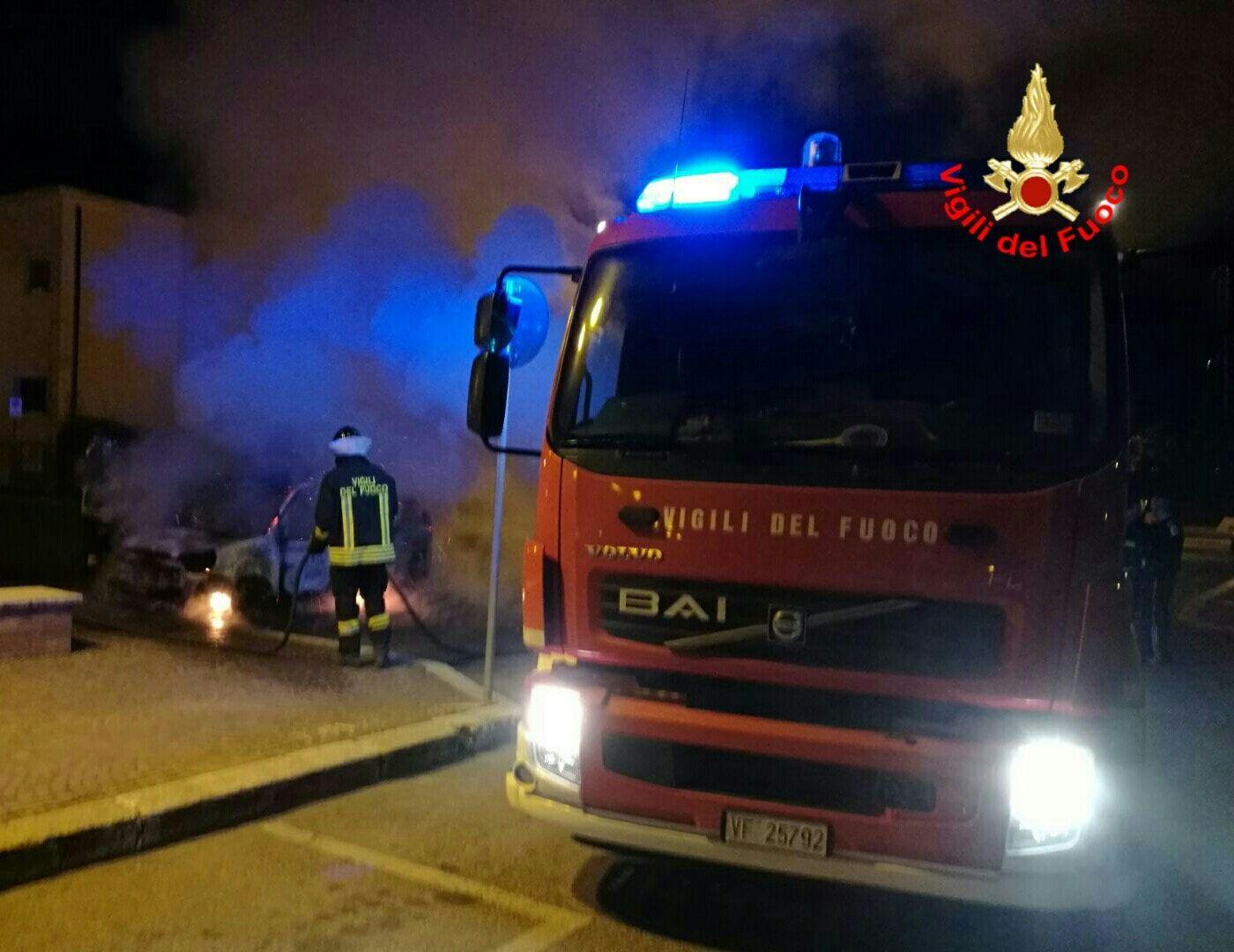 CIRIE' - Piromane in azione anche a Natale: bruciate due auto