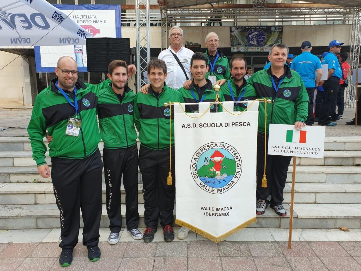 PESCA - Il canavesano Andrea Giganti super ai mondiali in Bulgaria: argento individuale e a squadre