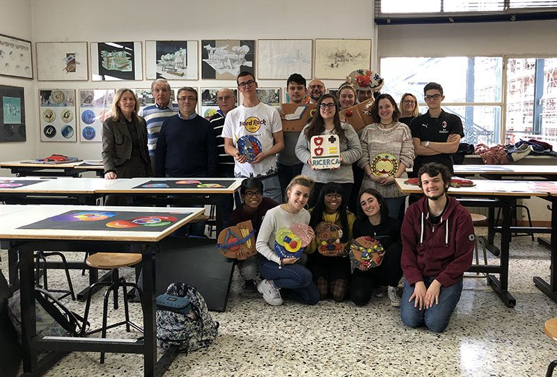 CASTELLAMONTE - La ceramica degli studenti del liceo Faccio racconta la ricerca sul cancro - FOTO