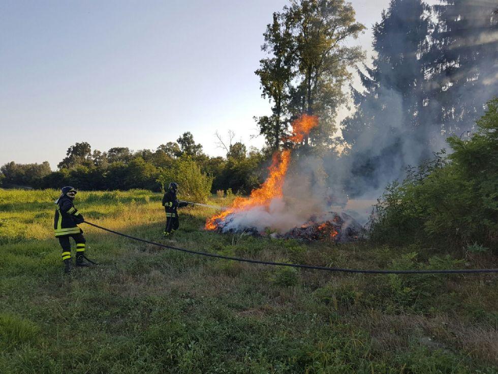 RIVAROLO - Ancora un incendio doloso in regione Gave - FOTO