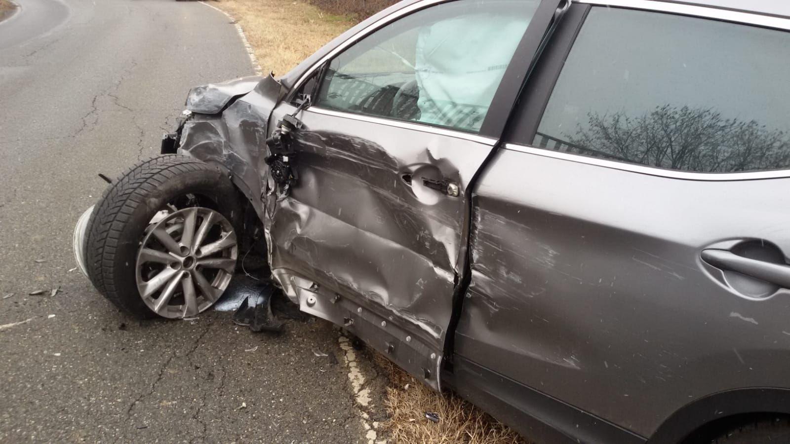 FRONT CANAVESE - Incidente sulla strada provinciale per Vauda