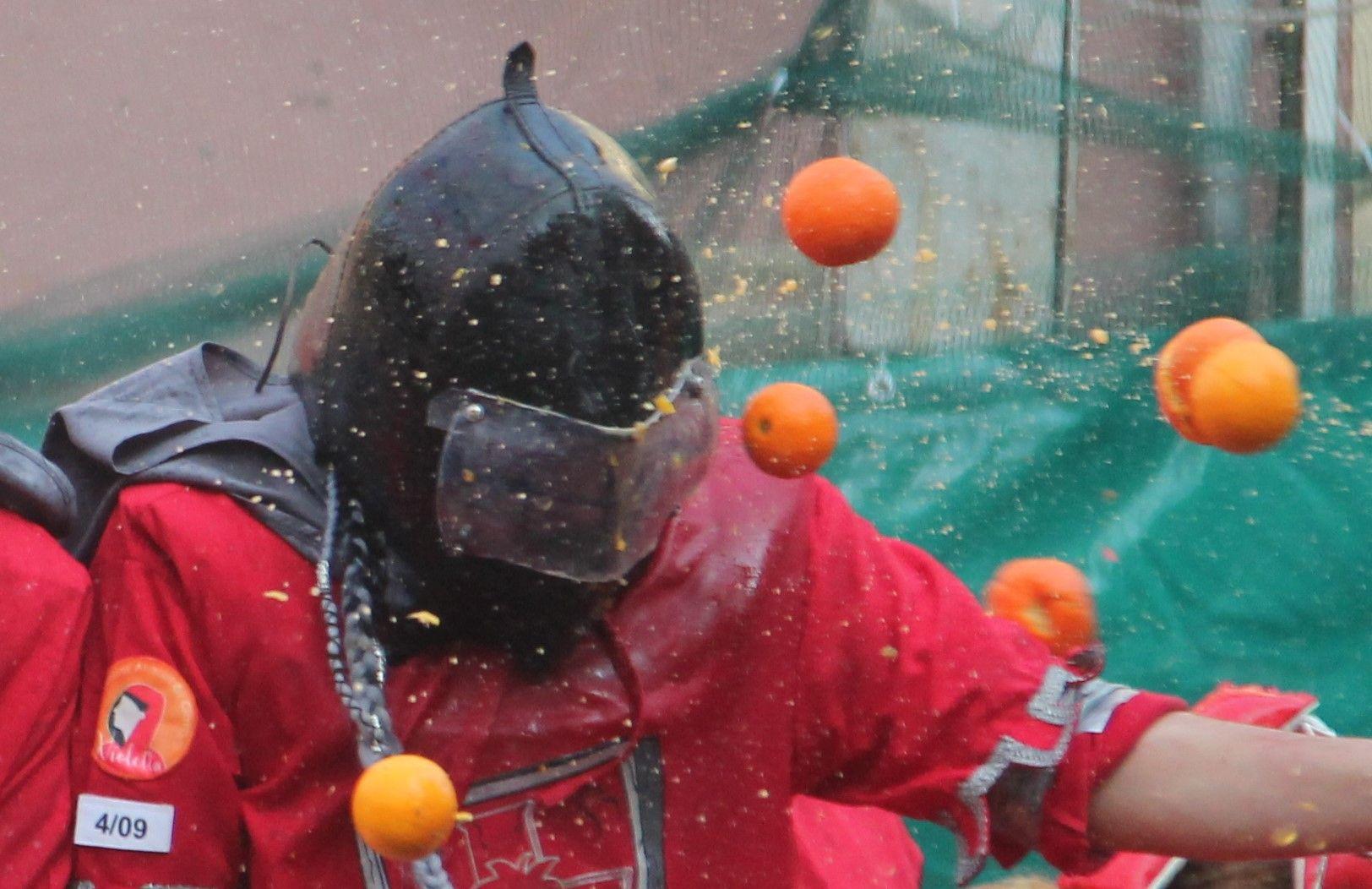 IVREA - Carnevale: la battaglia delle arance ai tempi del coronavirus diventa un cortometraggio - VIDEO