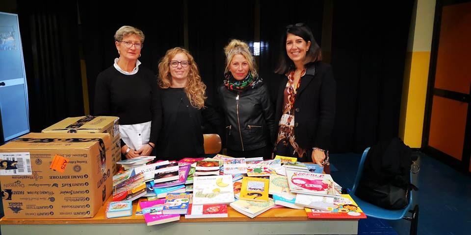BORGARO - La libreria dona 345 libri all'istituto comprensivo cittadino