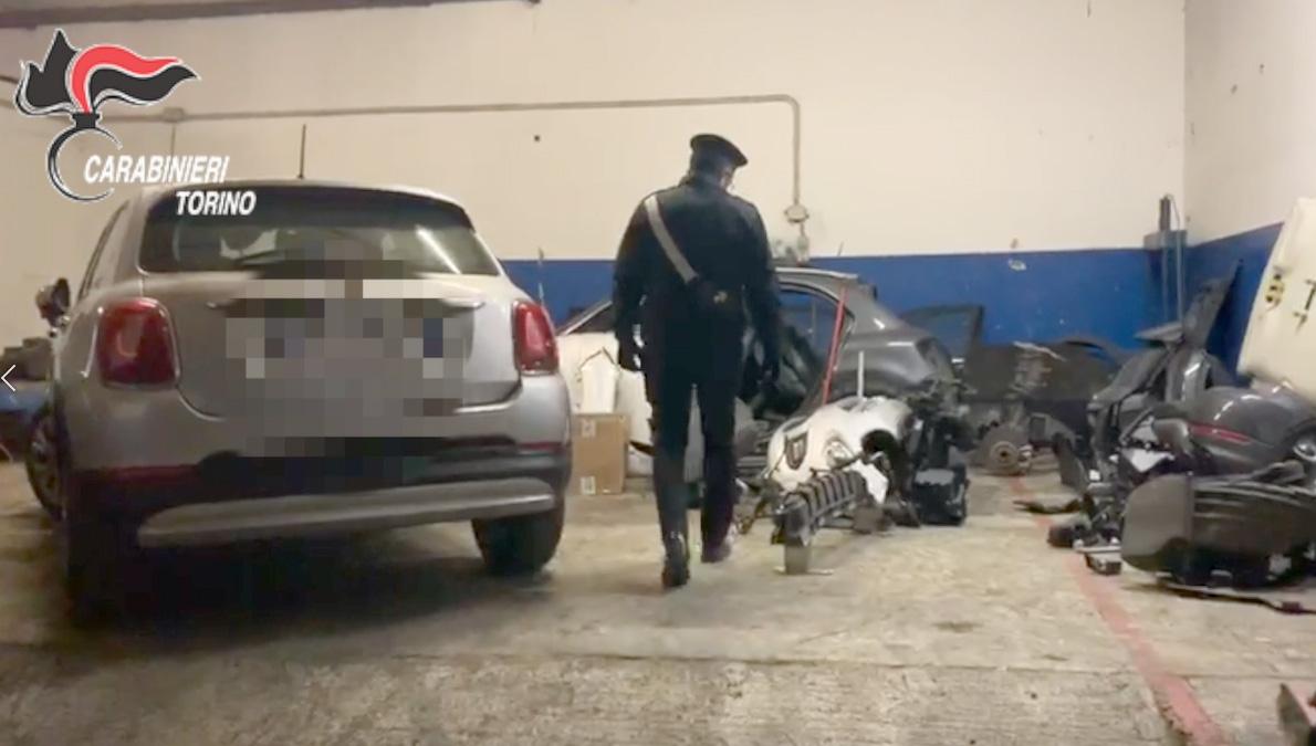 LEINI - Auto rubate e rivendute a pezzi: tre persone denunciate. Sequestri per 100 mila euro - VIDEO