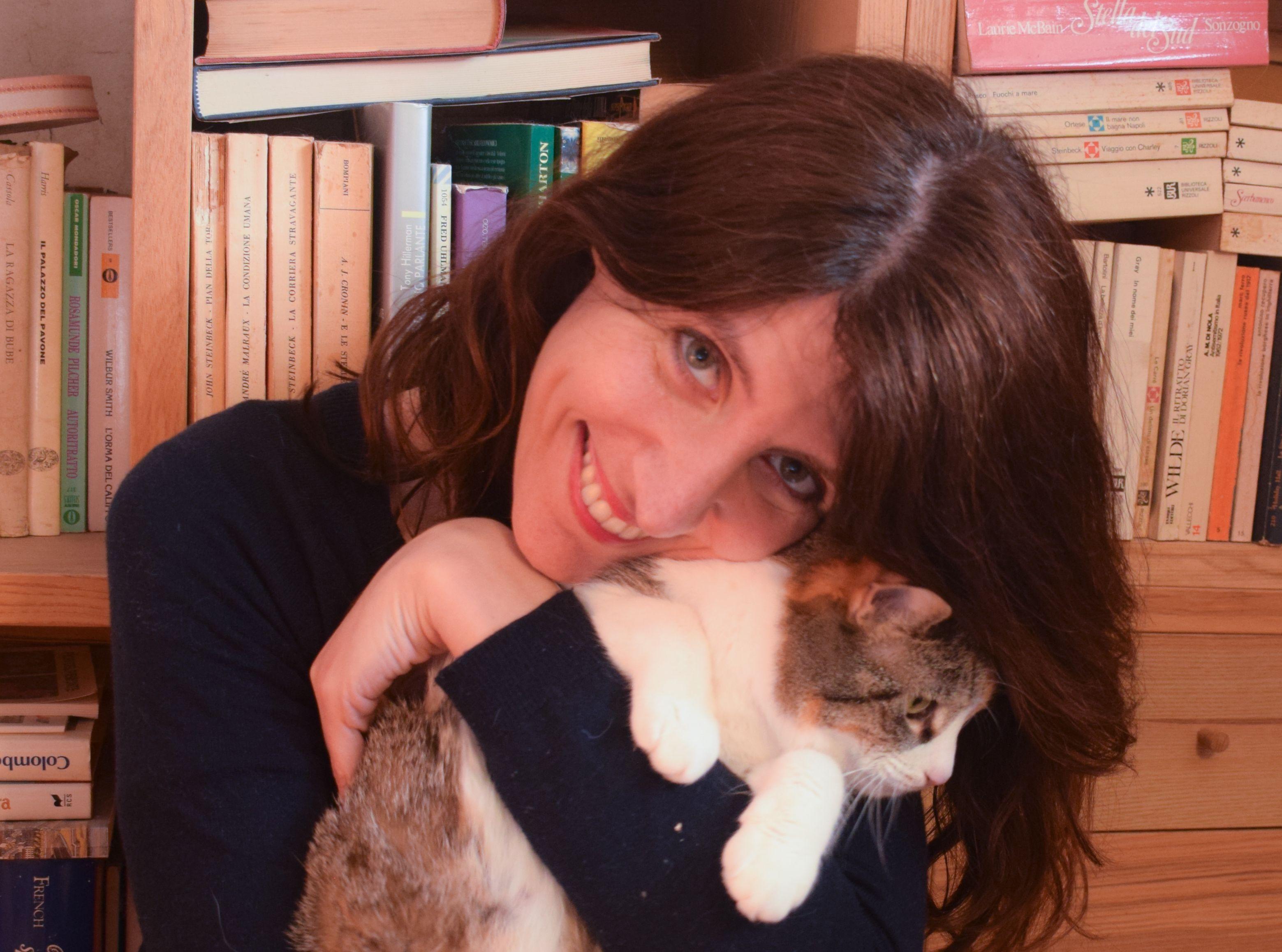 CASTELLAMONTE - Una guida per cuori infranti alla ricerca della felicità: la scrittrice Chiara Compagni conquista tutti - FOTO