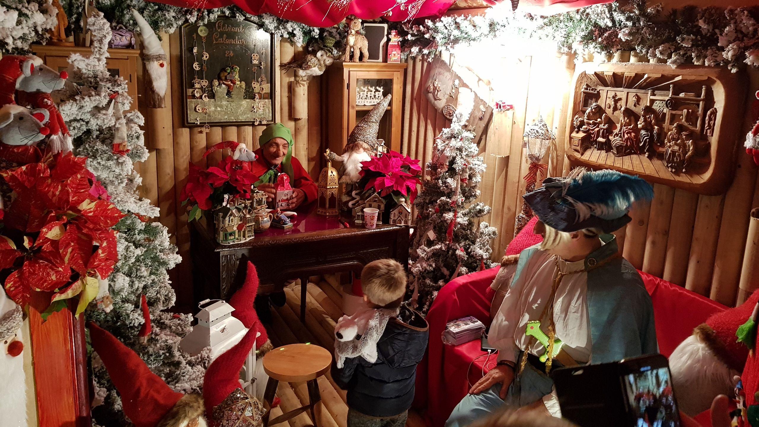 CASTELLAMONTE - Tutta la magia delle feste nell'ufficio postale di Babbo Natale - FOTO