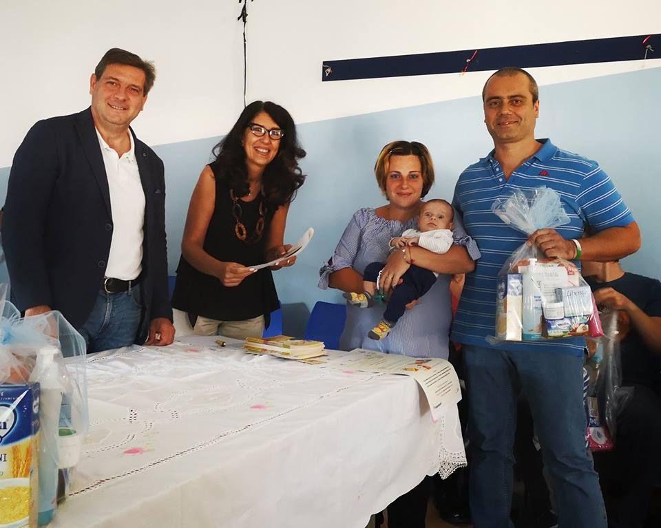 BORGARO - Ai nuovi nati il «pacco di benvenuto» offerto dal Comune