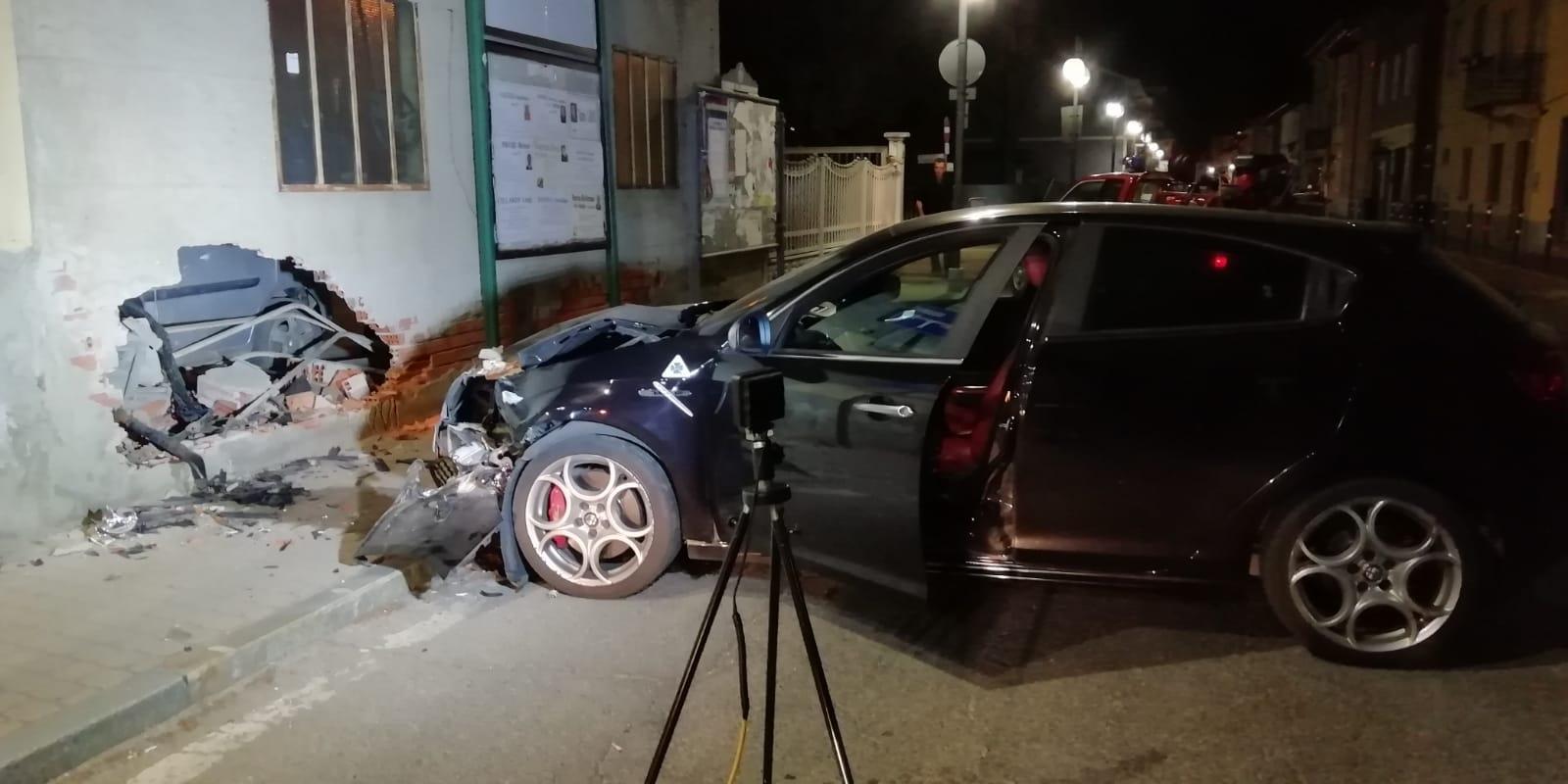 BOSCONERO - Incidente stradale: un uomo di Salassa in prognosi riservata al Giovanni Bosco - FOTO