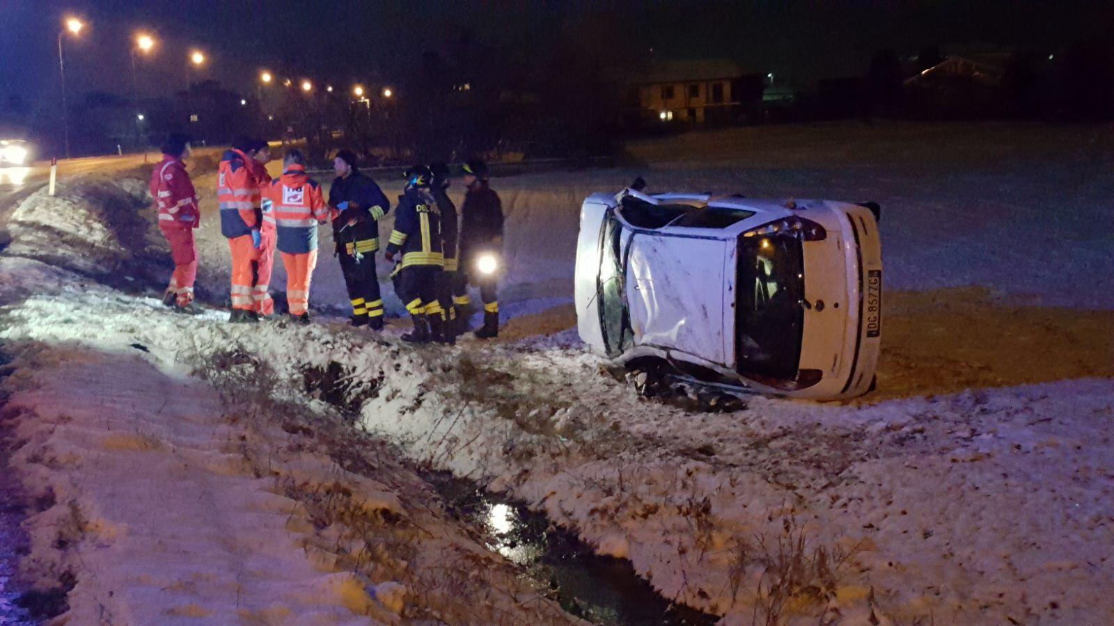 FELETTO - Ancora un incidente stradale sulla 460: giallo sull'autista