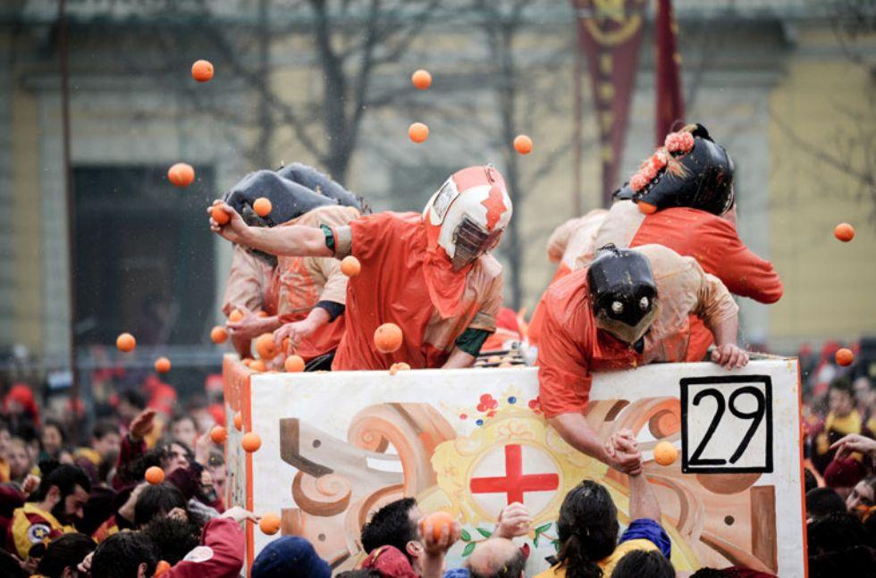 IVREA - Quattro consigli per non rimanere bloccati nel traffico a causa del Carnevale