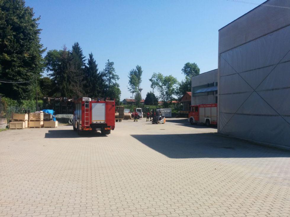 LUSIGLIE' - Fuga di gas nel cortile di un'azienda: intervento dei vigili del fuoco