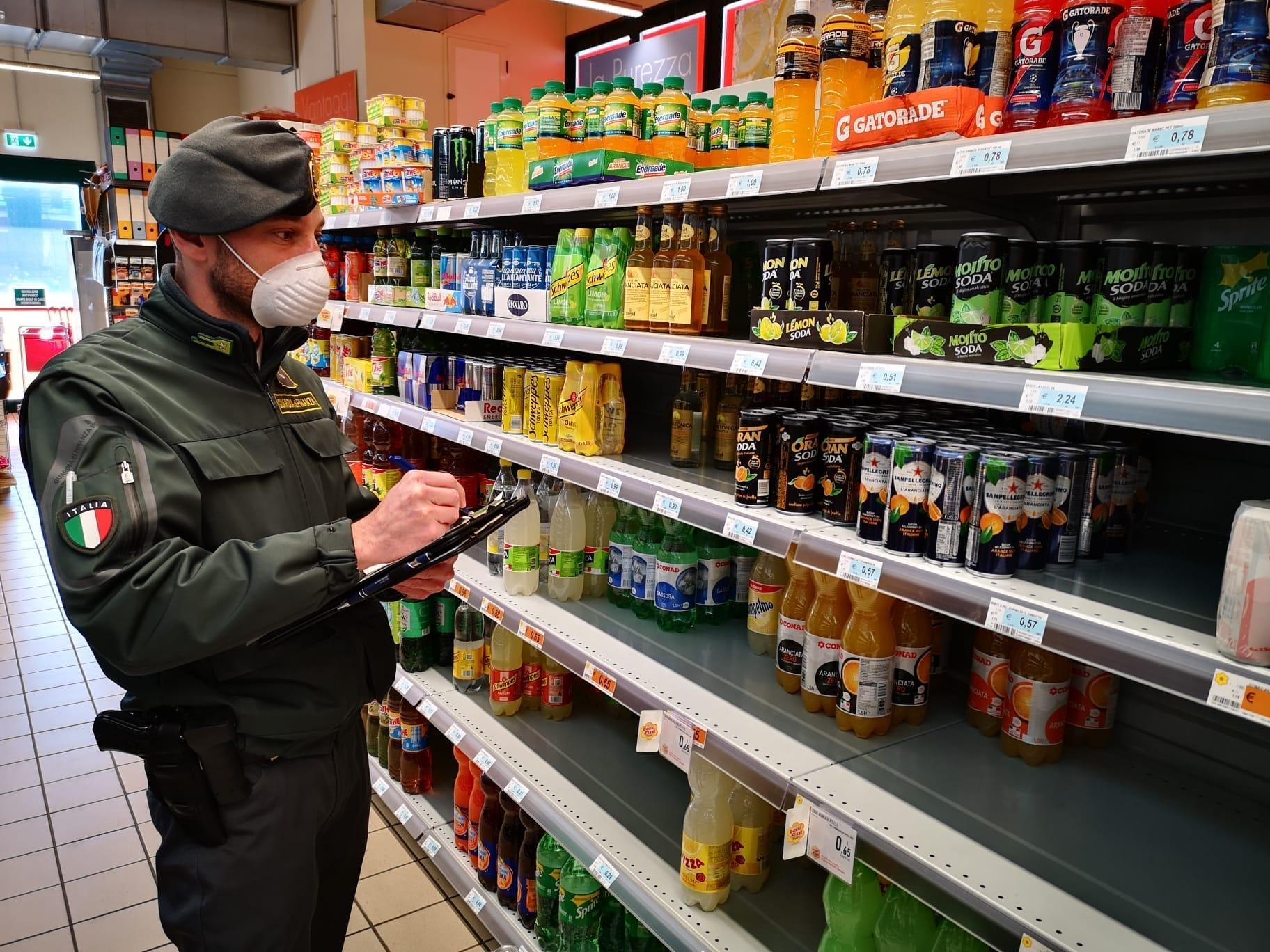 FAVRIA - Supermercato rincara i prezzi degli alimentari fino al 200%. La Guardia di Finanza denuncia il titolare
