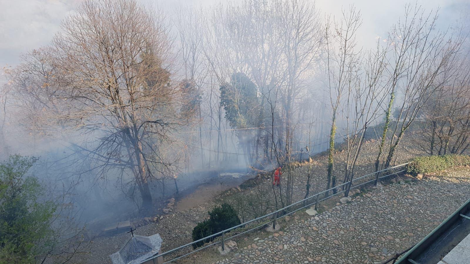 PAURA A BELMONTE - Le fiamme lambiscono il santuario e devastano l'area protetta - FOTO e VIDEO