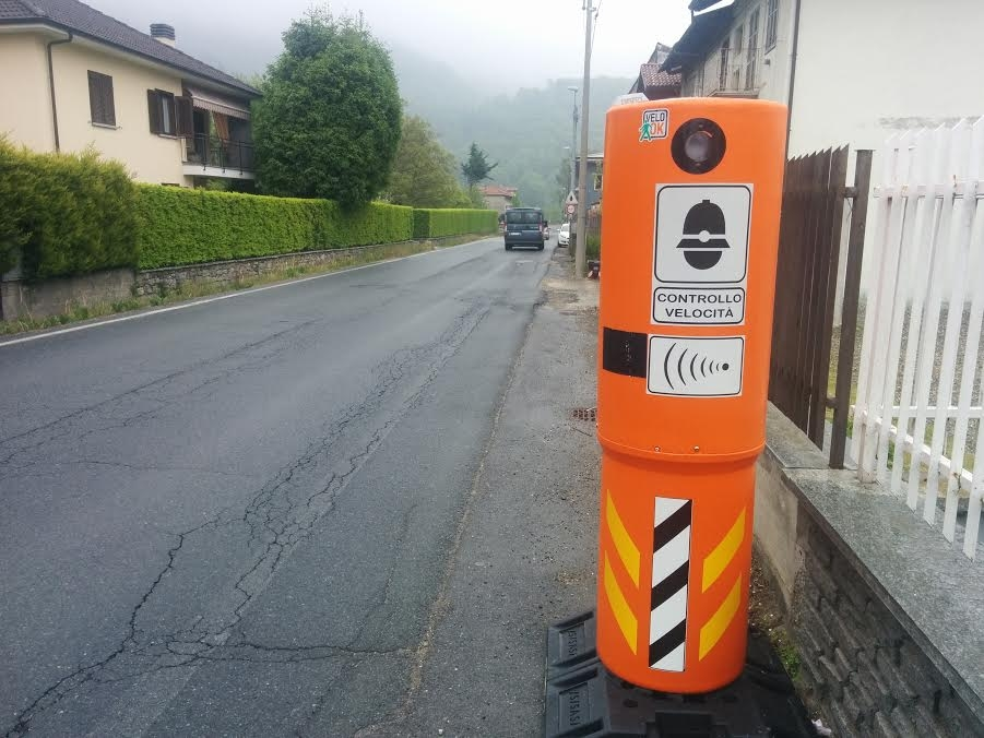 PONT CANAVESE - Autovelox sulla provinciale: il Comune sceglie la strada dei totem arancioni in via Roma