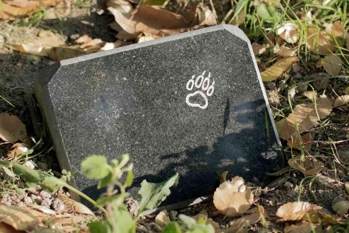 PALAZZO CANAVESE - Apre il cimitero canino per commemorare il proprio amico a quattro zampe