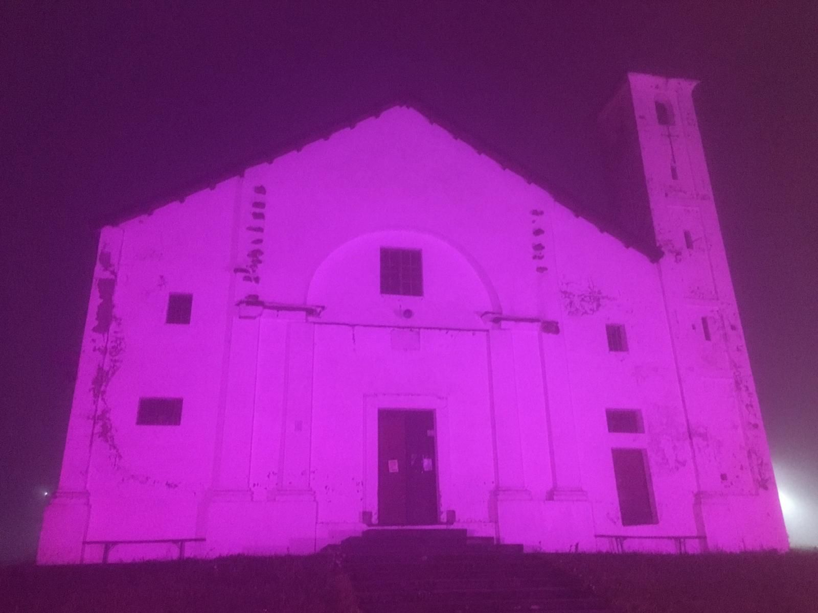 COLLERETTO CASTELNUOVO - Santa Elisabetta omaggia il Giro d'Italia e si colora di rosa