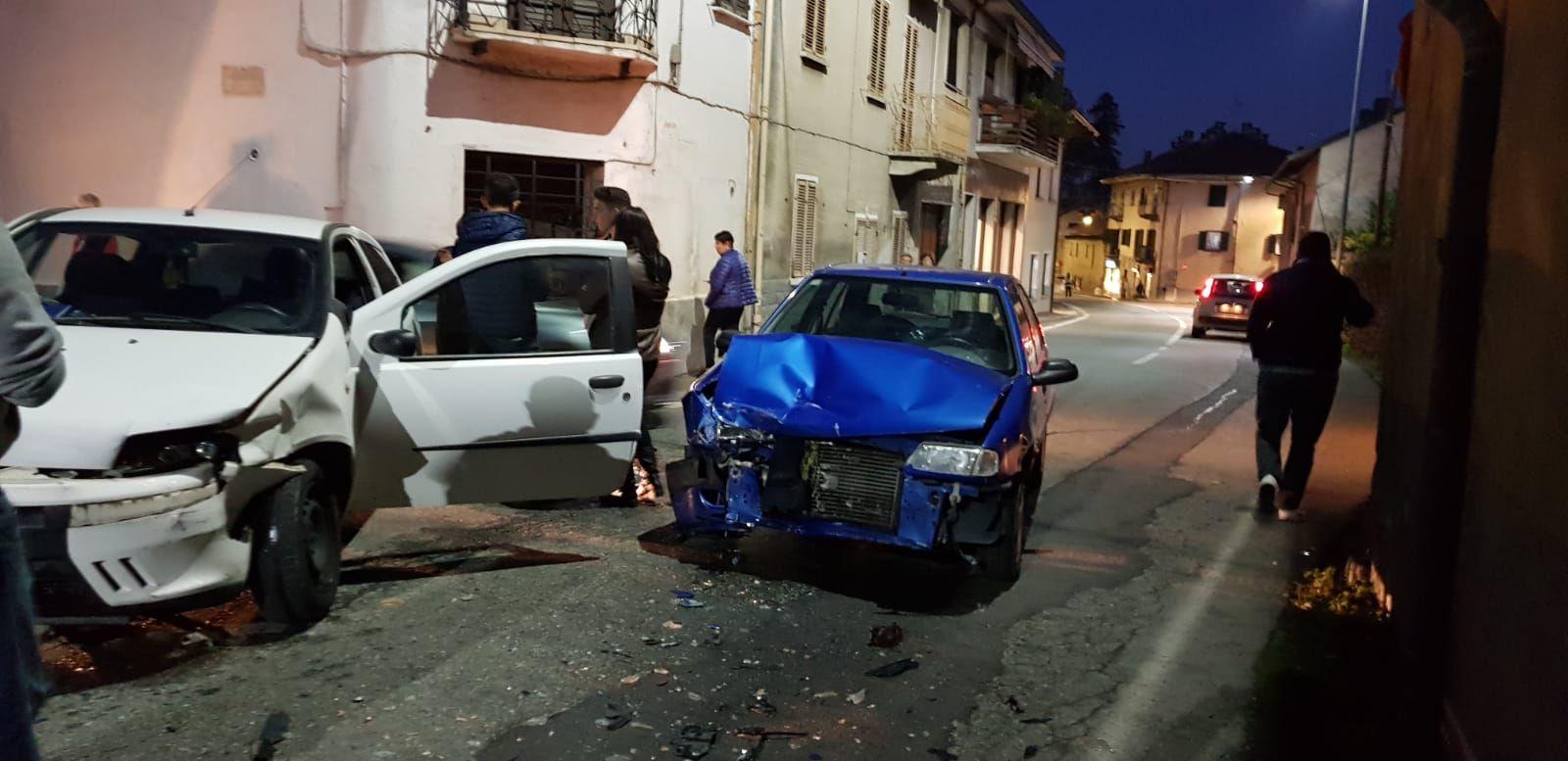 RIVARA - Ancora un incidente stradale al solito incrocio sulla provinciale per Forno Canavese - FOTO
