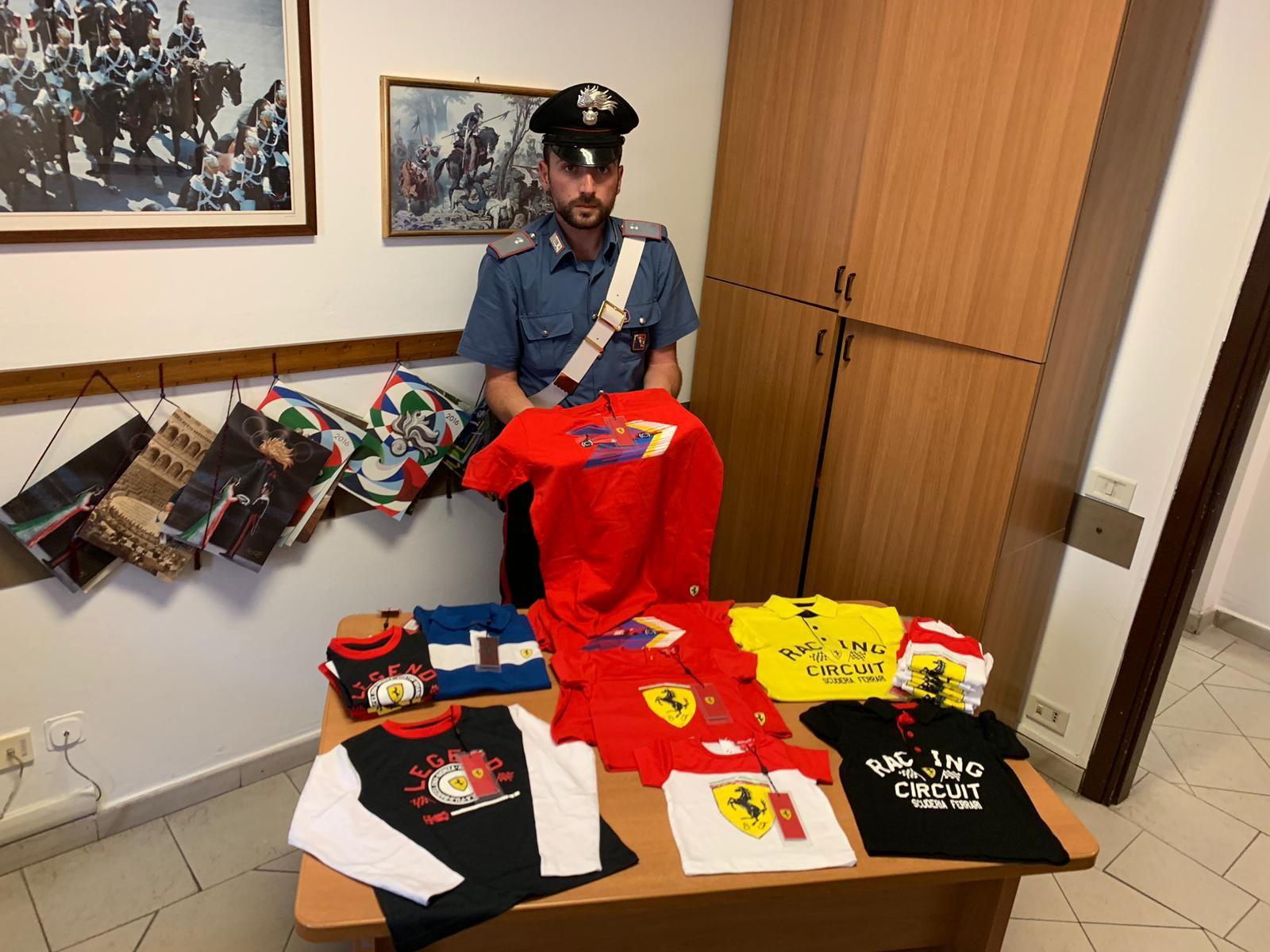 LEINI - Maglie della scuderia Ferrari rubate: tre denunciati